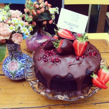 ahh toots Vegan strawberries and chocolate cake